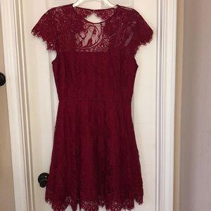 BB Dakota sweetheart neck lace dress burgundy